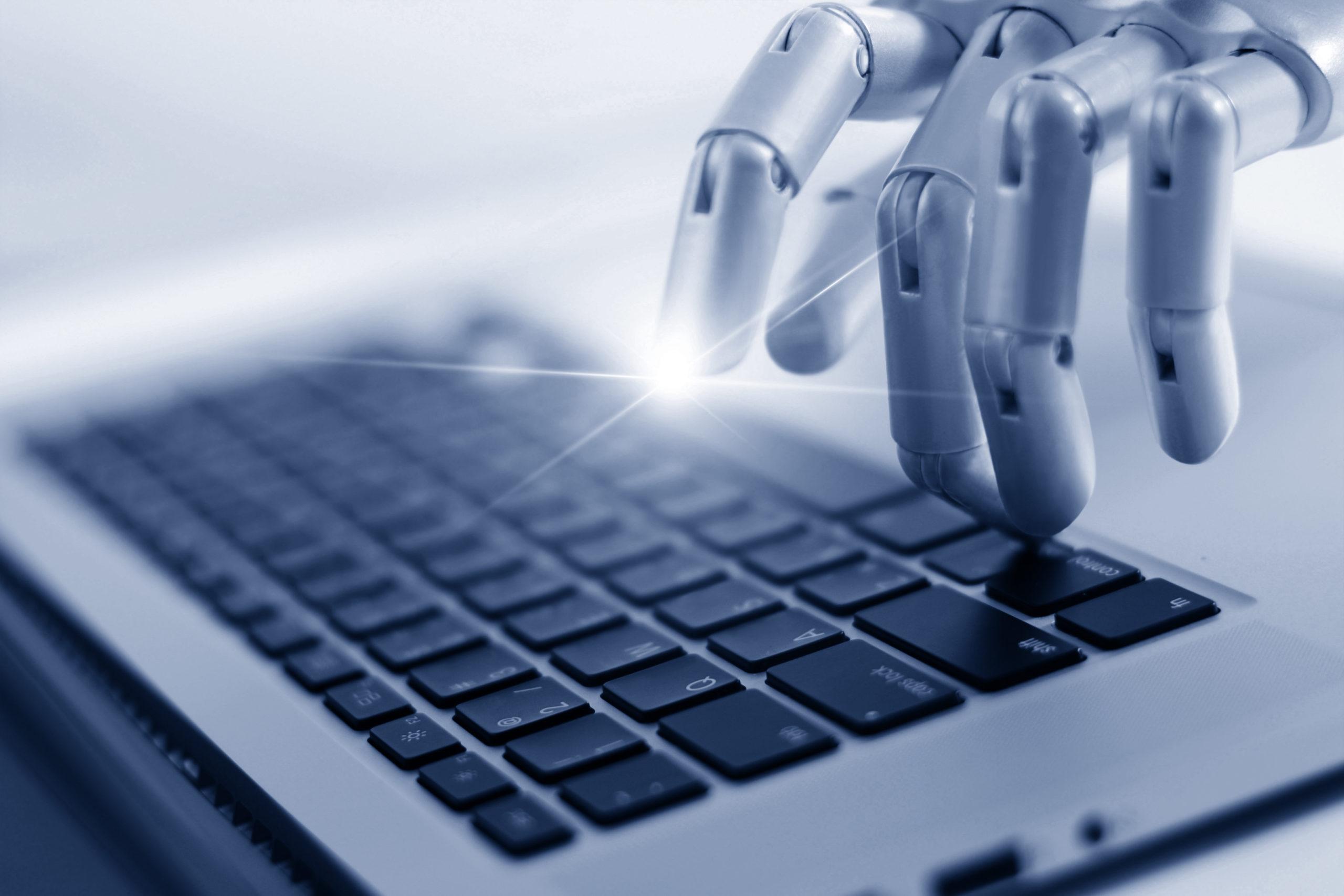 Robotics hånd på tastatur